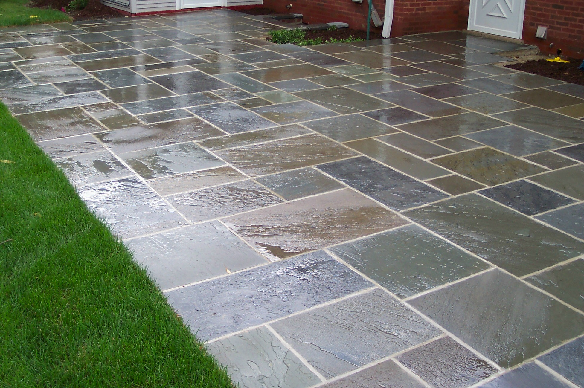 Bluestone patio pavers patio design ideas - Paver designs for backyard ...